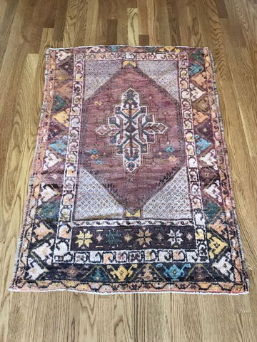 """Clara"" 2'11""x5'7"" Vintage Turkish Rug"