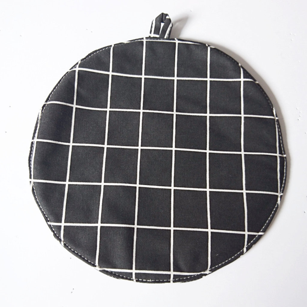Grid POT MAT - Black