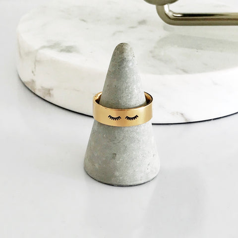 Gold Sleepy Eyes Ring