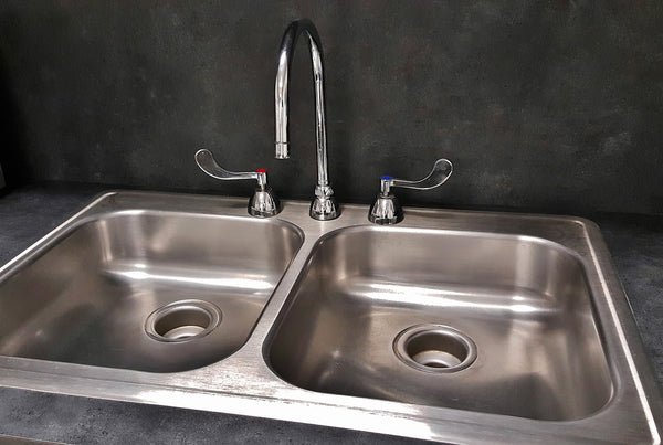 clean kitchen sink