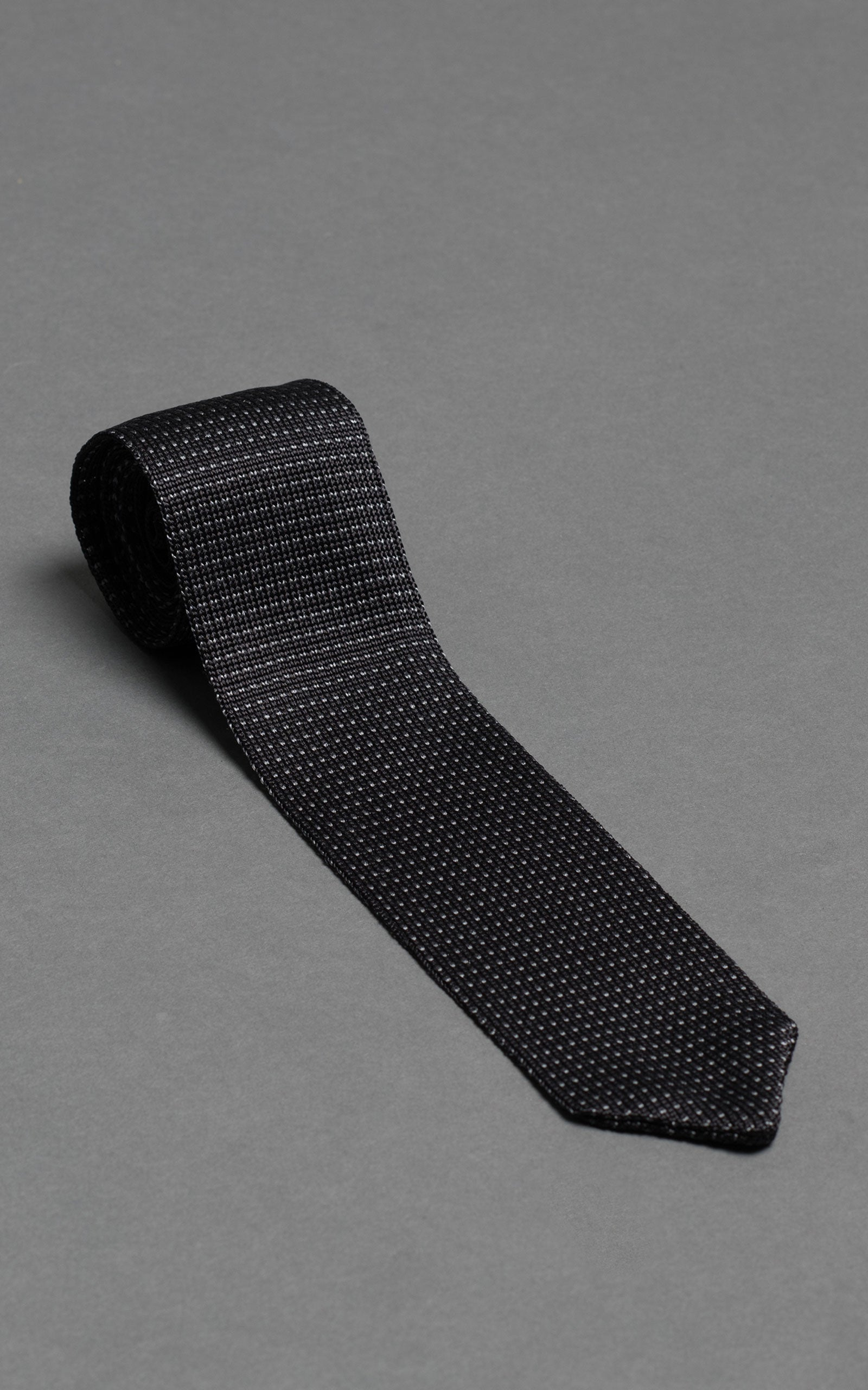 Black Noise Pointed Knitted Silk Tie