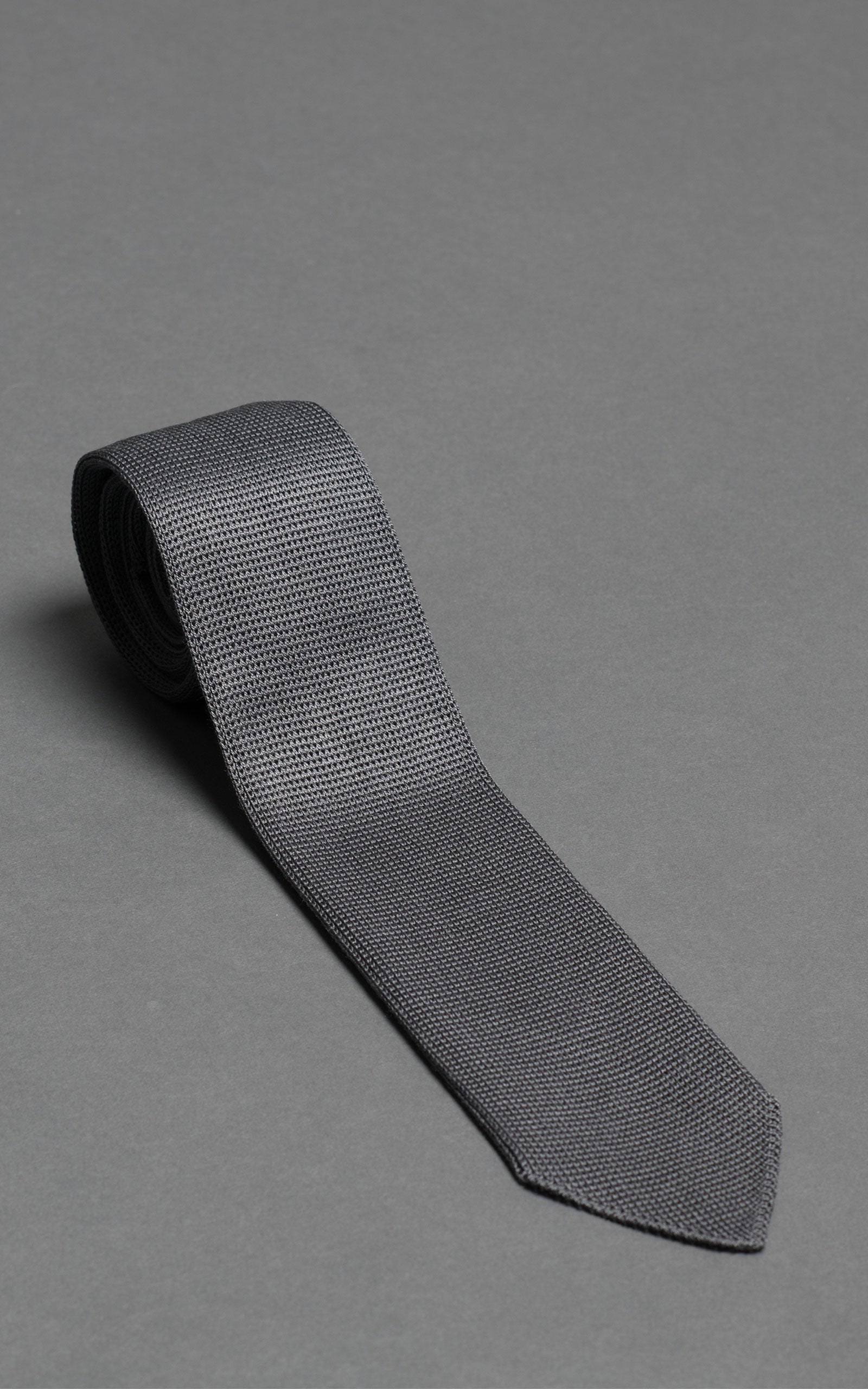 Gray Silk Pointed Tip Knitted Tie