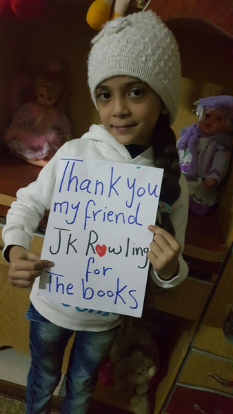 Bana Alabed holding her sign to thank J.K Rowling for sending her the Harry Potter books.
