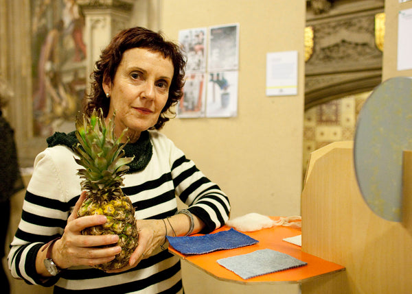 Carmen Hijosa with a pineapple.