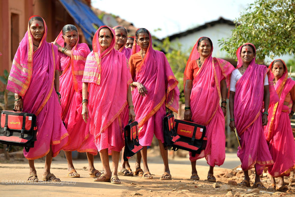 women pink saris