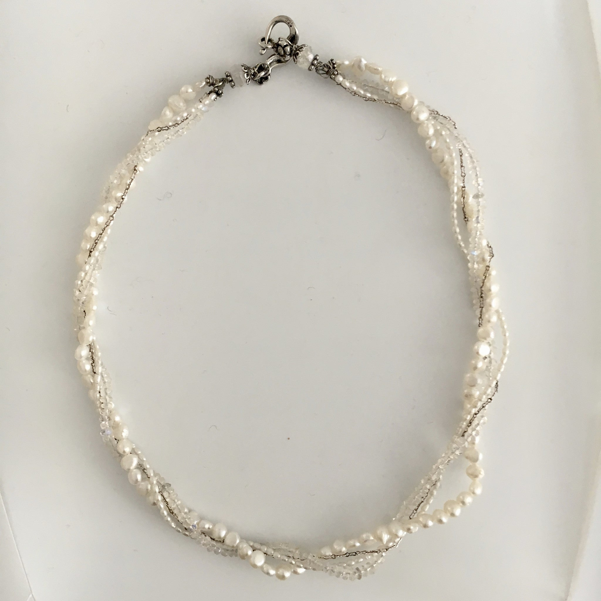 white lengths pin single on pearl silver floating chain in necklace minimalist