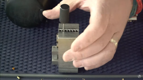 How to use the injecting pin