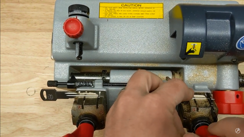 Using a clamp adapter for cutting B86 key
