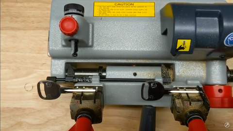 How to Use The Clamp Adapter for Cutting B106 Z Style GM Double-Sided Keys
