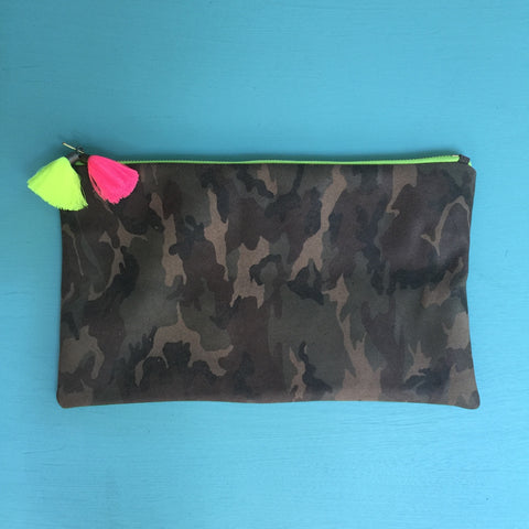 Camo half clutch/florescent yellow zip