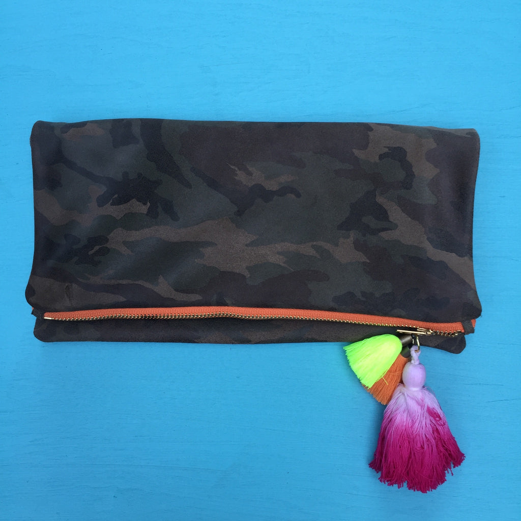 Camo clutch/orange zip