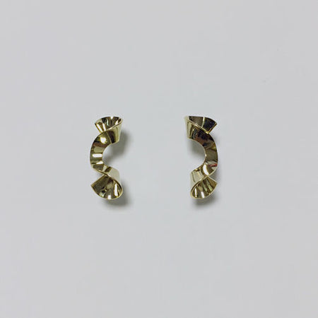 Wavy shape pierced earrings