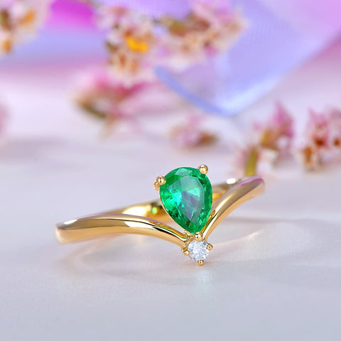 18kt Yellow Gold Natural 0.52ct Water Drop Emerald Ring