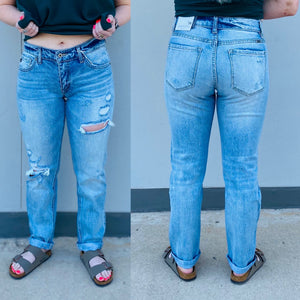 Kan Can Mid Rise Light Wash Boyfriend Jeans