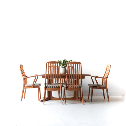 Glostrup Dining Table with 6 Chairs