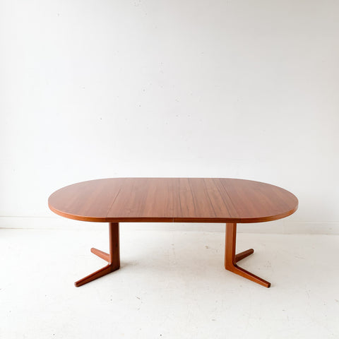Mid Century Modern Danish Teak Round Dining Table with 2 Leaves by Vejle Stole