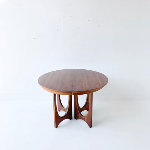 Broyhill Brasilia Dining Table with 3 Leaves