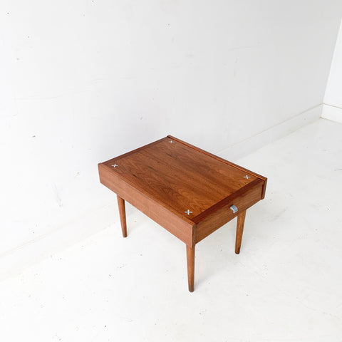 Mid Century Modern American of Martinsville End Table