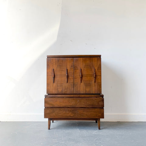 Mid Century Modern Walnut Dresser/Gentlemen's Chest