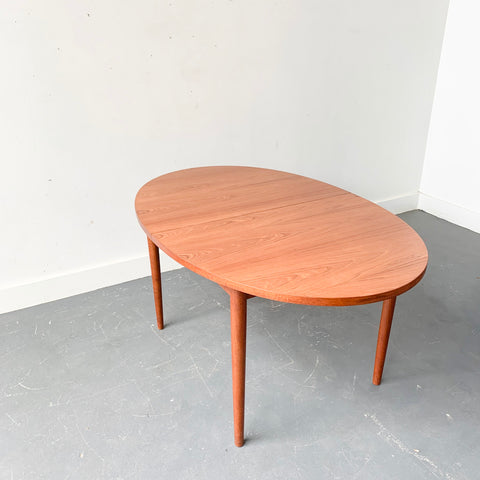 Mid Century Oval Dining Table with 2 Leaves