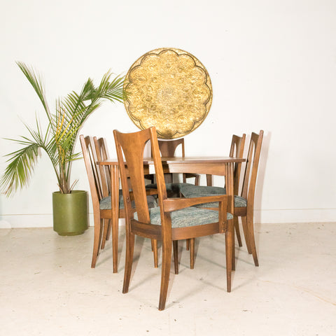 Broyhill Brasilia Dining Set with 6 Chairs