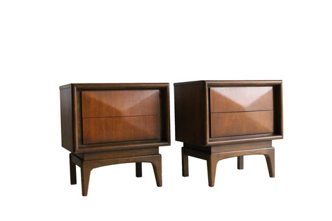 Pair of United Furniture Nighstands