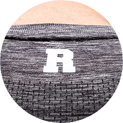 "Seamless Shirt Dark Heather - Detail Rocka ""R"" Print im Nackenbereich"