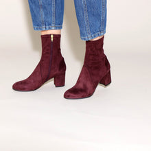 Load image into Gallery viewer, Alva Suede Bordeaux - last pair 37