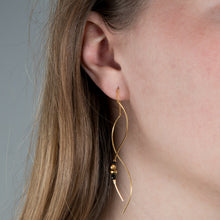 Load image into Gallery viewer, Nena Black Earring