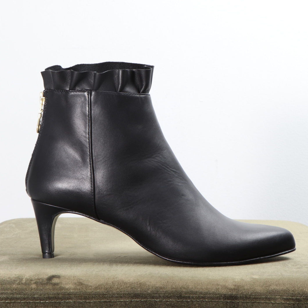 Noelle Calf Black