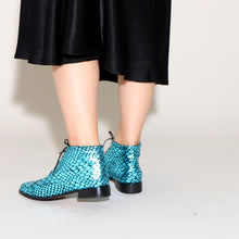 Load image into Gallery viewer, ASHLEY Croc Blue - last pair 37