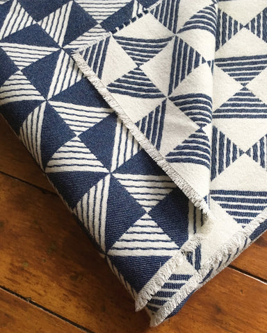Sample sale Porto blanket in Indigo