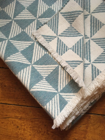 Sample sale Porto blanket in Aqua