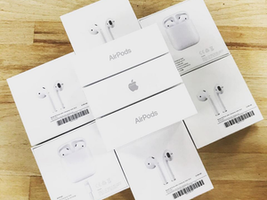 BRAND NEW Apple AirPods 2 - Wireless charging case