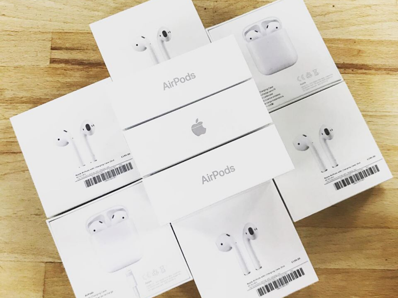 BRAND NEW Apple AirPods 2 - Wired charging case