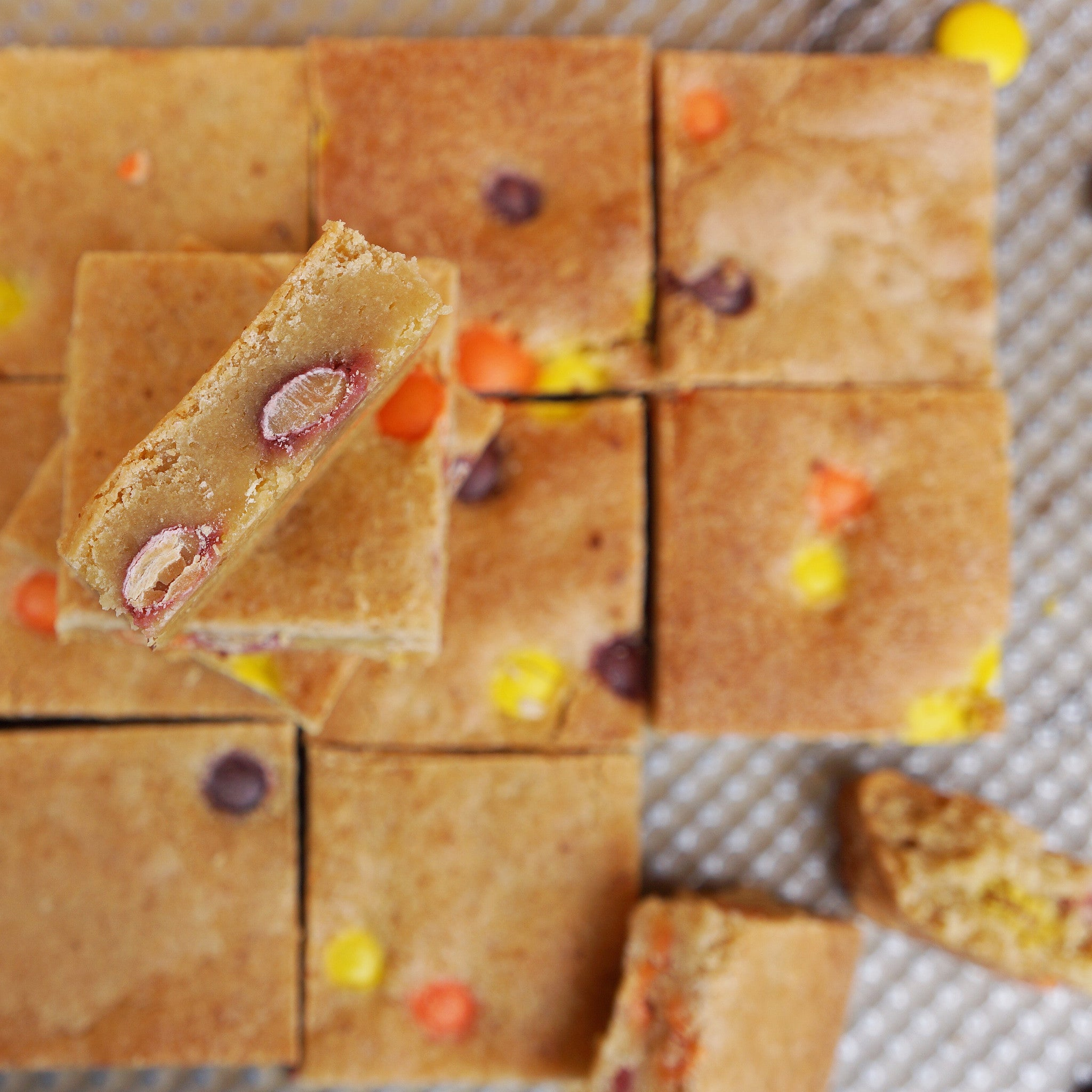 REESE'S PIECES PEANUT BUTTER BLONDIES
