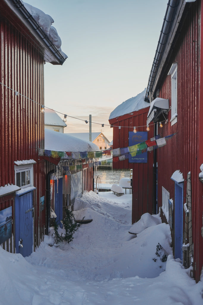between buildings in henningsvaer