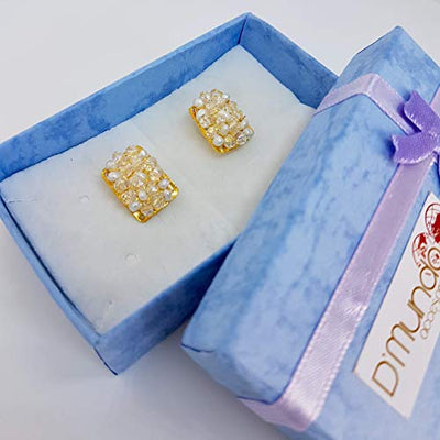 Gold Plated Bronze and Pearls Stud Earrings. 24 Kt Gold plated handmade earrings by D'Mundo Accesorios. Genuine freshwater pearls and crystals earrings.