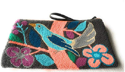Colombian handmade clutch, woven in natural materials.