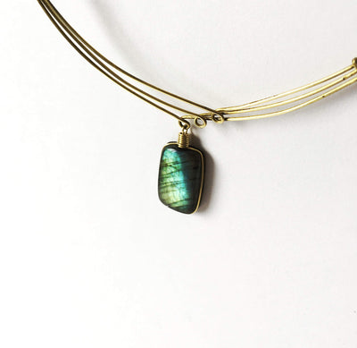 Necklace in brass and labradorite. Natural stone. Unique design. Adjustable. 100% handmade.