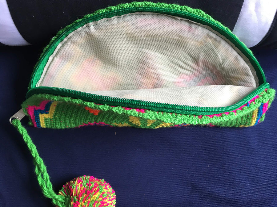 Handmade make up bag whit natural materials made to Colombia,