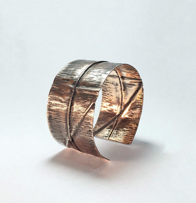 Copper bracelet made with traditional goldsmith techniques. 100% handmade.