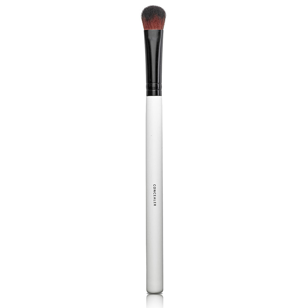 CONCEALER BRUSH <br> For maximum coverage of mineral concealer and correctors