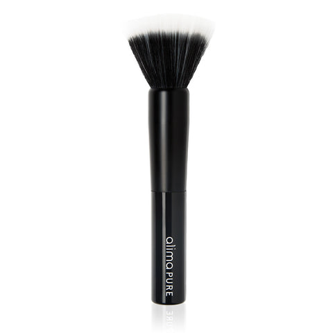 SOFT FOCUS BRUSH <br> The essential tool for sheer application with velvety Taklon bristles