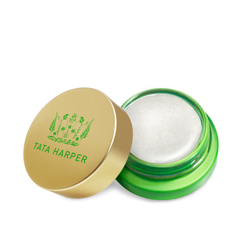 VERY HIGHLIGHTING <br> Pearlescent creamy illuminiser for an overall dewy looking radiance, 4.5ml