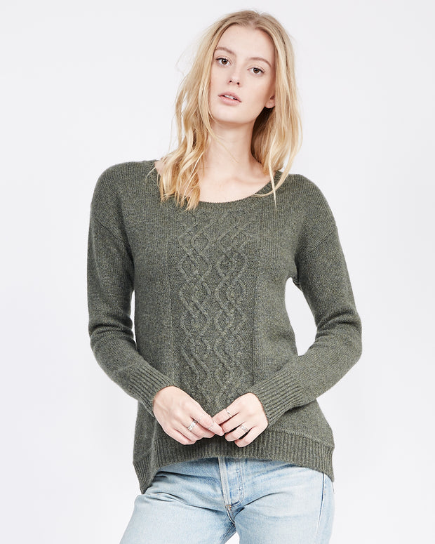 Olive Pullover sweater with long sleeves