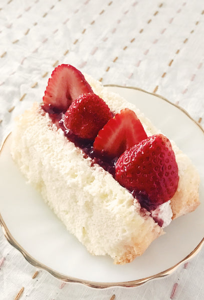 LOVEST STRAWBERRY CHIFFON CAKE SANDWICH