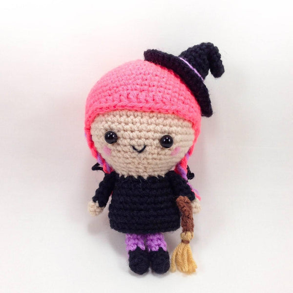 Flo the witch amigurumi