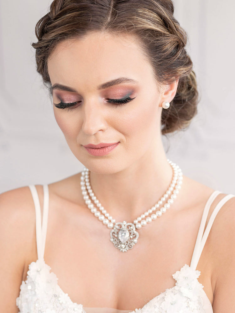 Classic Pearl Jewelry Set with Stud Earrings