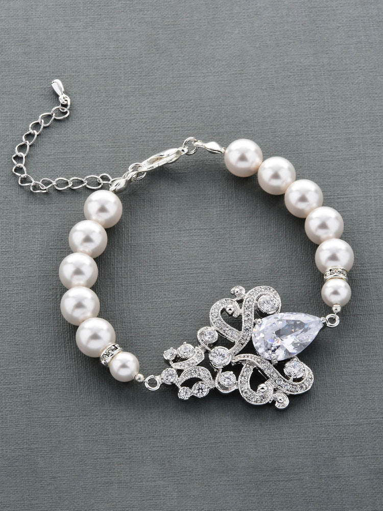 Load image into Gallery viewer, Isolde Pearl Bracelet
